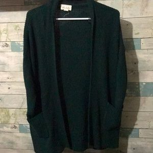 Beautiful knitted cardigan with pockets